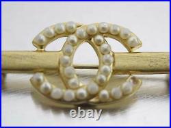 Auth CHANEL CC Logo Pin Brooch White/Goldtone Faux Pearl/Metal e47224e
