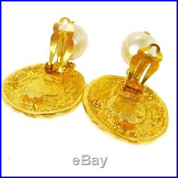 Auth CHANEL Vintage CC Logos Imitation Pearl Earrings Clip-On 1.2 2.0 T03965