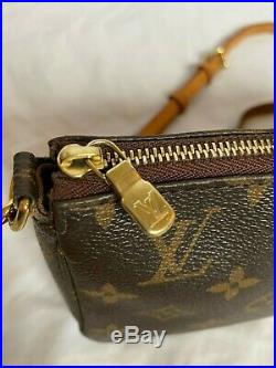 Auth LOUIS VUITTON Crossbody Pochette Accessoires LV Clutch Gold Chain Strap