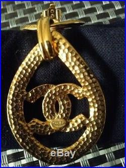 Authentic Vintage 96p XL Chanel Drop Dangling Gold Tone Earrings Clip On CC Logo