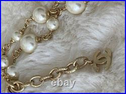GORGEOUS CLASSIC CHANEL 2019 CC LOGO Gold Tone CRYSTAL PEARL NECKLACE